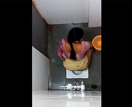 Hidden Cam Capture Sexy Bhabhi In Toilet